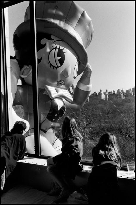 USA. New York City. 1986. Macy's Thanksgiving Day Parade balloon.
